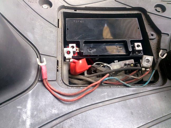 アドレスV125に新しいバッテリーを装着