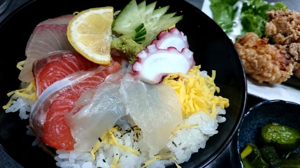 まかないの海鮮丼