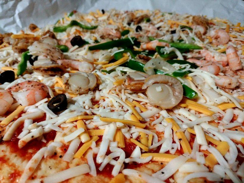 コストコのシーフードピザは具がたっぷり