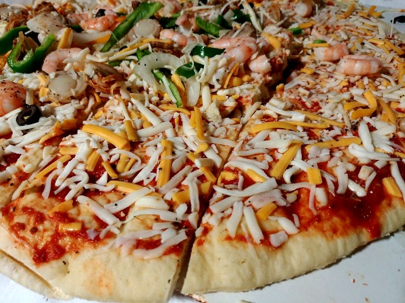 コストコのピザはハサミで切る