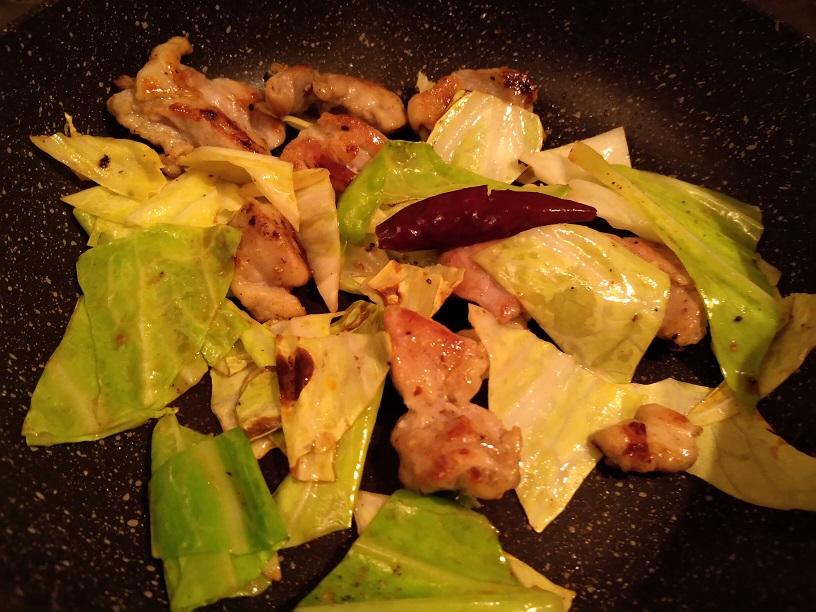 鶏肉とキャベツの炒め物